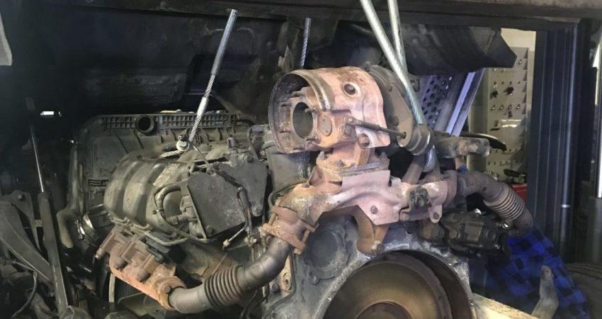 Demontaż silnika TIR Mercedes Actros